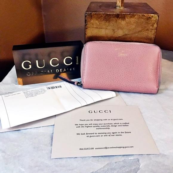 02d6d1b36f83 Gucci Handbags - Auth. Gucci Swing Soft Pink Compact Zip Wallet